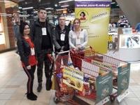 Świąteczna zbiórka żywności przez wolontariuszy z ZS Nr 4 w Dębicy już po raz drugi!